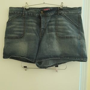 Zana*Di jean shorts, sz 24, 2 button
